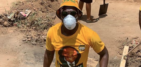 Malusi Gigaba has posted several pictures of himself on door-to-door campaigns for the ANC.