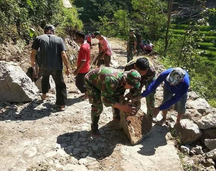 Proses Pengerjaan Sasaran Fisik Pra TMMD Ke-111 Di Desa Gonggang Terus Dikebut