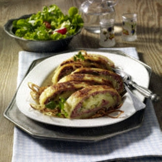 Kartoffelrolle mit Apfel-Leberwurst-Füllung