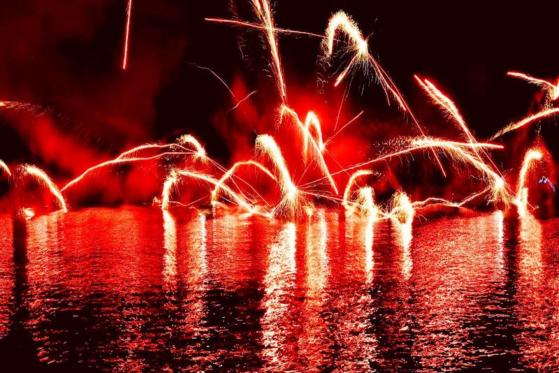 E'rosso relativo la pioggia di fuoco di marinafranzone
