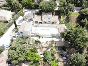 Villa 9 pièces 251 m2