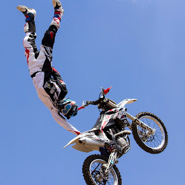 One hand FMX by Michael Roselt - Sports & Fitness Motorsports ( big air, flying, extreme, one handed, fmx )