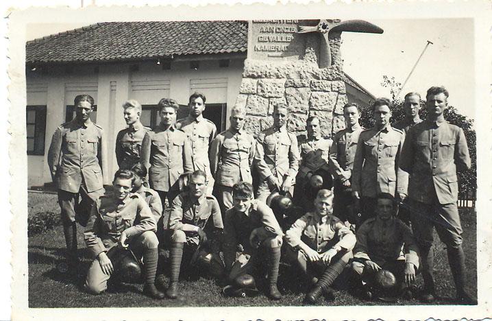 Photo: Opa Willem (vierde van boven)