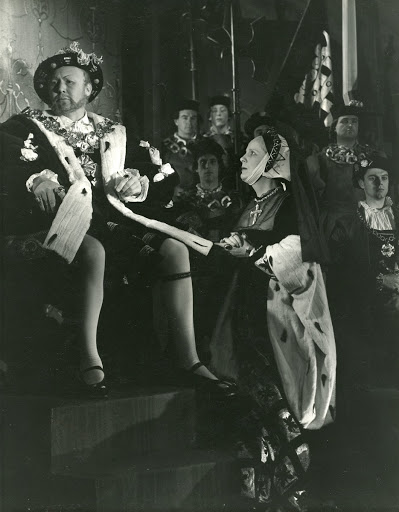 Anthony Quayle as Henry VIII