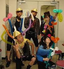 Photo: 2010年08月21日 パフォーマンス隊!?  キンダー、お客さんとのふれあいの後 声優としてステージに。 いざ、出陣!