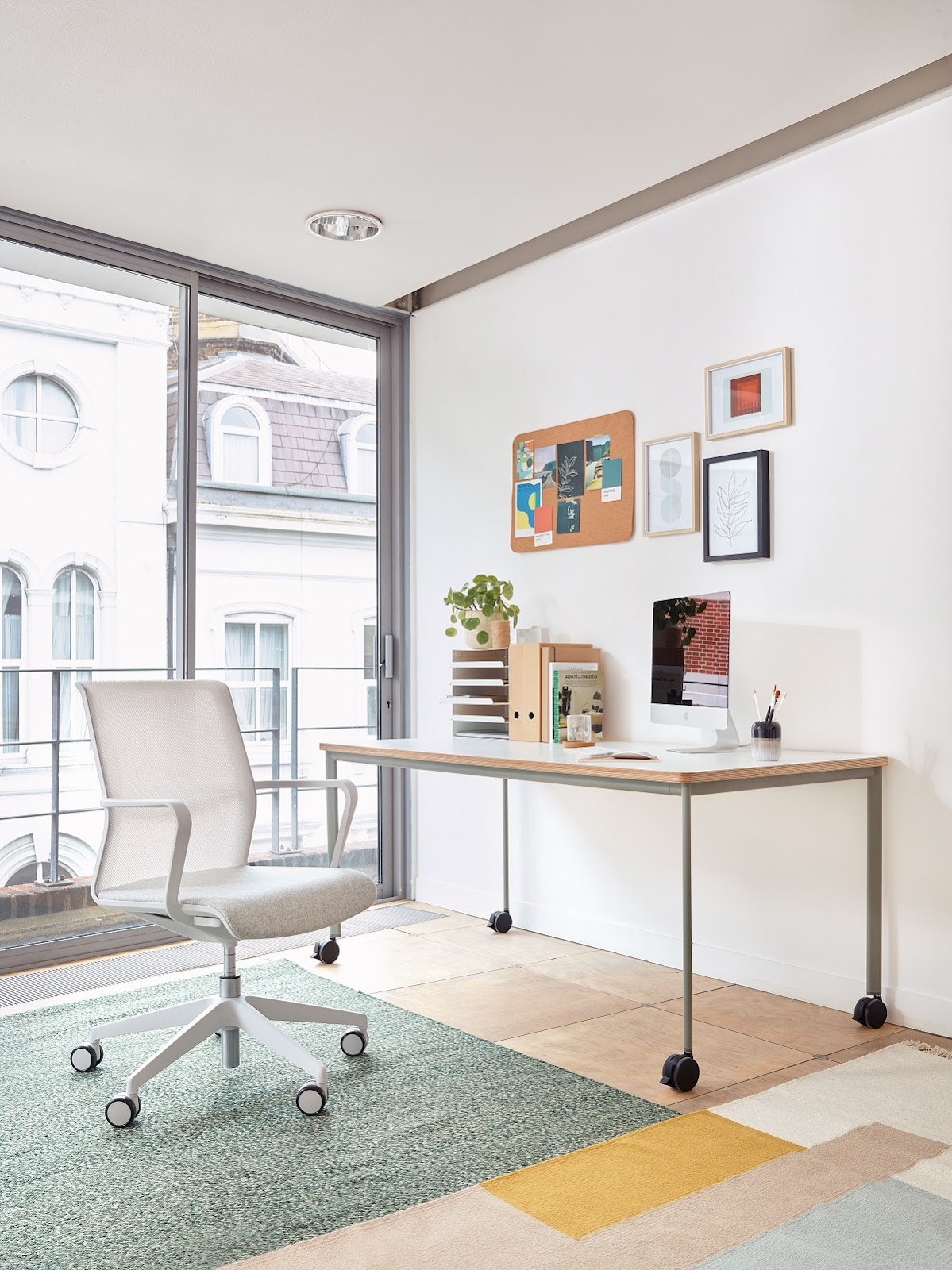 Home office workstation and office chair