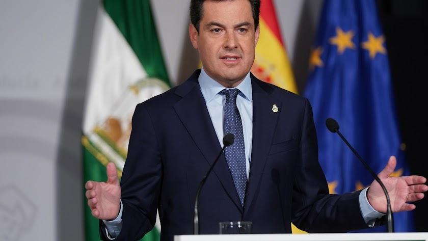 Juanma Moreno, presidente de la Junta de Andalucía, durante su comparecencia.