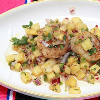 Chili Rubbed Scallops With Pineapple Salsa