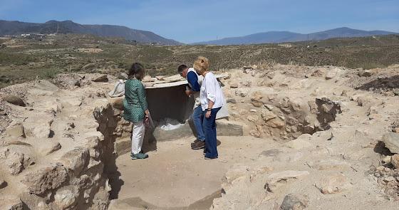 Una prospección en una tumba de Los Millares para contextualizar materiales