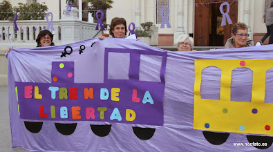 Photo: Huesca: 8M 2014 El tren de la Libertad. Made in HILOSIONES