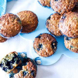 DELICIOUS BLUEBERRIES AND OATMEAL MUFFINS.