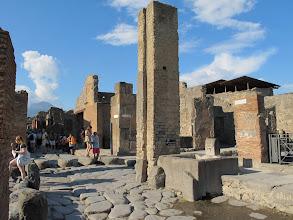 Photo: It.s3S227-141007Pompéï, site archéo, fontaine à la croisée des deux grandes rues  IMG_5524