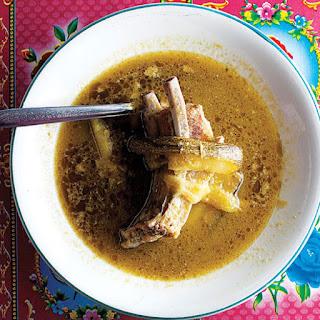 Costillas de Puerco en Salsa Verde (Pork Ribs in Tomatillo Sauce)