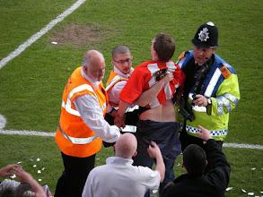 Photo: Met nog 2 minuten te spelen en 2-0 vóór raken de supporters uitzinnig van vreugde.....