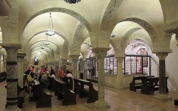 Photo: It.s2C30-141011Bari, basilique pontificale St Nicolas, crypte voûtée, chœur fermé par grille  IMG_6118