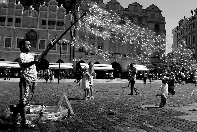 Bolle di sapone in piazza di Andrea F