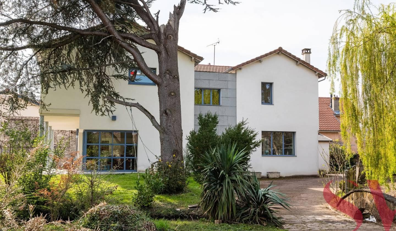Maison avec piscine et terrasse Beynost