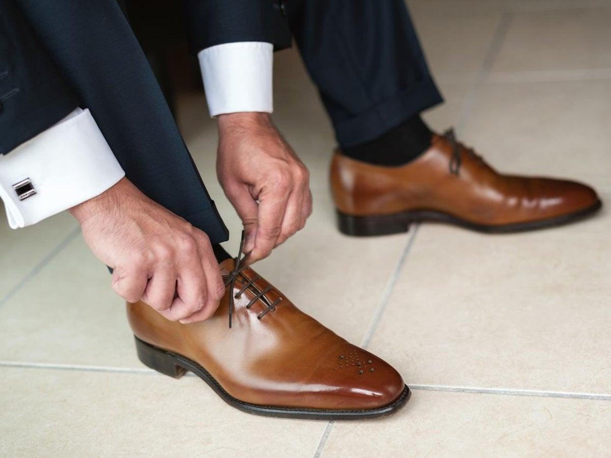طريقة اختيار الحذاء المناسب لك | متجر العراب