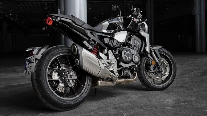 Vista laterale dell'Honda CB1000R Neo Sports Café.