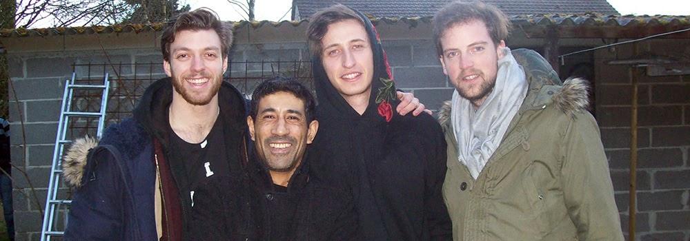 Régleur cascades Alexis DIENNA, acteurs Christopher RAMONÉ, Nicolas LANCELIN et Romain FOUASSIER sur le tournage : Une soirée tranquille. Escrime Cascade : https://www.escrimecascade.com/