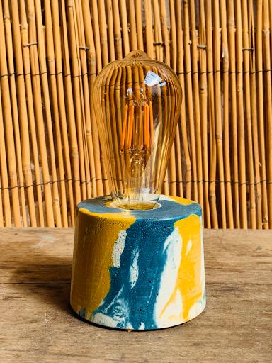 lampe en béton de couleur effet marbré