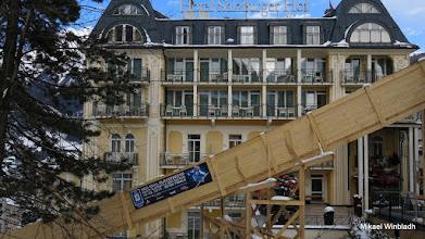 Photo: Varför är det en träramp framför hotellet?
