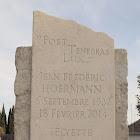 Stèle pierre brute avec gravure au ciseau citation biblique 26 84