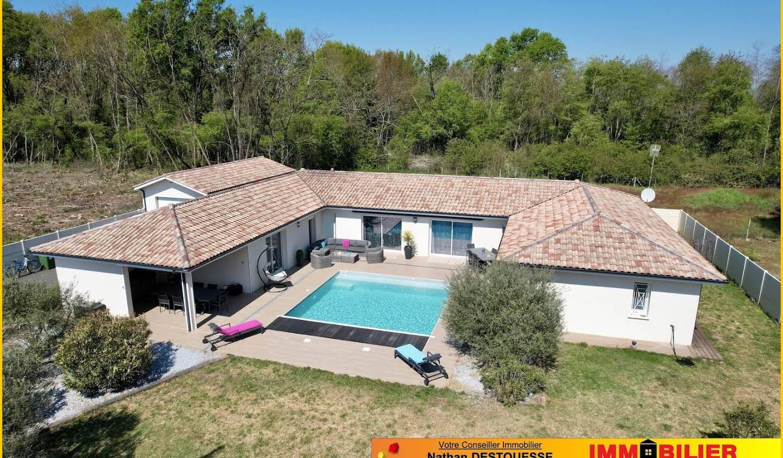 Maison contemporaine avec piscine et jardin Arbanats