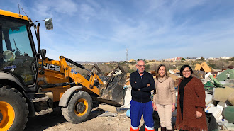 La alcaldesa y los concejales de Medio Ambiente y Obras y Servicios en el Punto Limpio