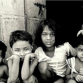 Eyes full of questions.....  by Ruhi Chanda - Babies & Children Child Portraits
