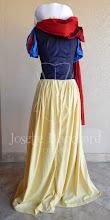Photo: Vestido Branca de Neve com capa removível, em camurça nas cores amarela, azul marinho, azul royal e vermelho escuro e algodão branco.   Site: http://www.josetteblanchard.com/  Facebook: https://www.facebook.com/JosetteBlanchardCorsets/  Email: josetteblanchardcorsets@gmail.com josetteblanchardcorsets@hotmail.com