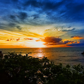 Golden Hope @Tanah Lot by JNJ PhotoStream - Landscapes Sunsets & Sunrises ( bali, sunset, indonesia, lanscape, canon eos 5d mark iii, tanah lot )