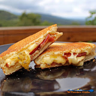 Bacon, Apple & Gouda Grilled Cheese Sandwiches with Jalapeno Jelly.