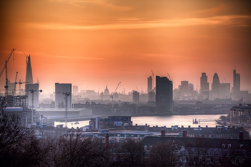 Photo: Sunset Smog  A shot of London from Greenwich on Sunday as the sun was setting and the smog was visible.  I think this photo certainly benefits from viewing large and there's a quick setup photo of this scene on the daily photoblog at www.murphyz.co.uk