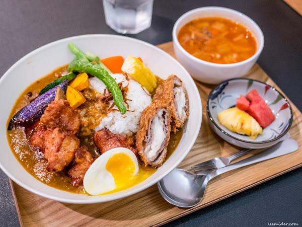台北中山站:羅本家咖哩,炸雞+起司豬排+蔬菜通通有的豪華綜合版日式咖哩飯