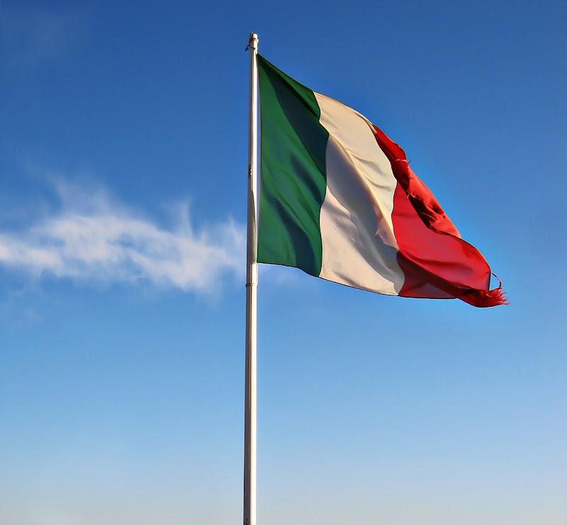 Sono al verde, vado in bianco e il mio conto è in rosso, posso rimanere fedele alla mia bandiera (cit. Caparezza) di Erato