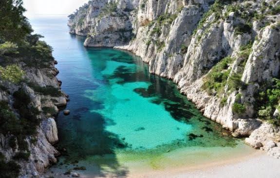 calanque d'En-Vau : пляж, популярное место для скалолазания