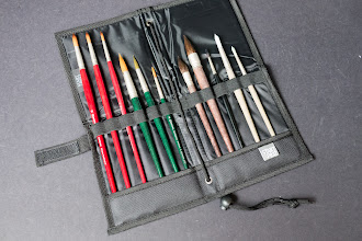 Photo: Prat Start Brush Holder and Easel - http://www.parkablogs.com/node/10922