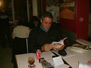 Photo: josias se animando a ler um tanto