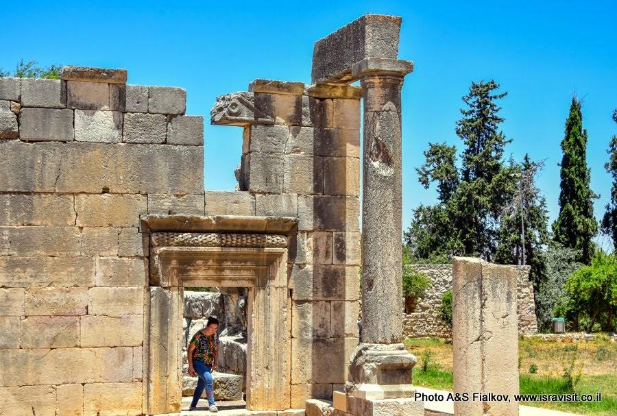 Руины древней синагоги в национальном парке Барам. Экскурсия в Израиле.