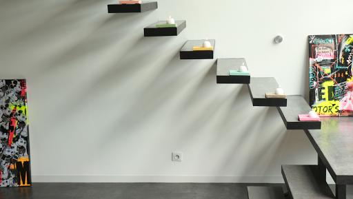 escalier en béton ciré marches en béton ciré par Les Bétons de Clara réseau de spécialiste dans le revêtement en béton ciré