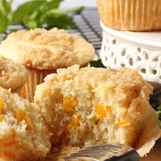 PEACH CREAM CHEESE MUFFINS WITH STREUSEL.