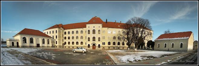 Photo: Str. Dr. Ioan Ratiu, Nr.111 - Colegiul Mihai Viteazul,  exterior, vedere din curte - 2017.01.26