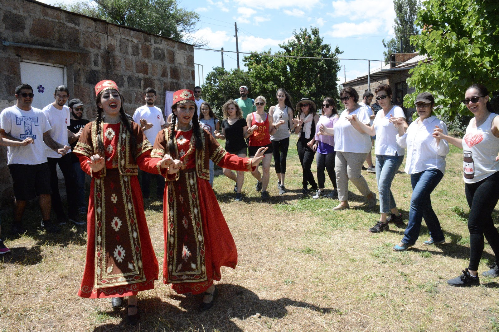 Dashtadem taraz armenian dance armenia traditional