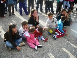 Photo: Público escuchando a los poetas