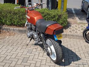 Photo: Kawasaki á la MAD MAX mit coolem, kleinen Nummernschild.