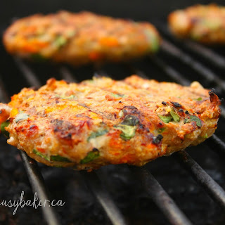 Turkey Burgers with Spinach and Sriracha Mayo Recipe