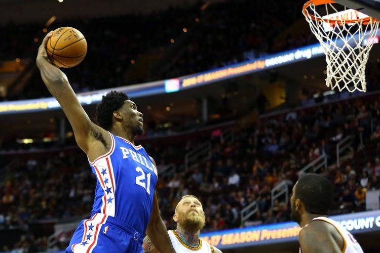 🎥 Embiid en Irving verzorgen show en Philadelphia gaat over Brooklyn weer aan leiding in Eastern Conference