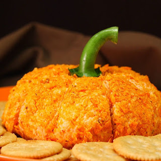 This is the Perfect Fall Cheese Ball.