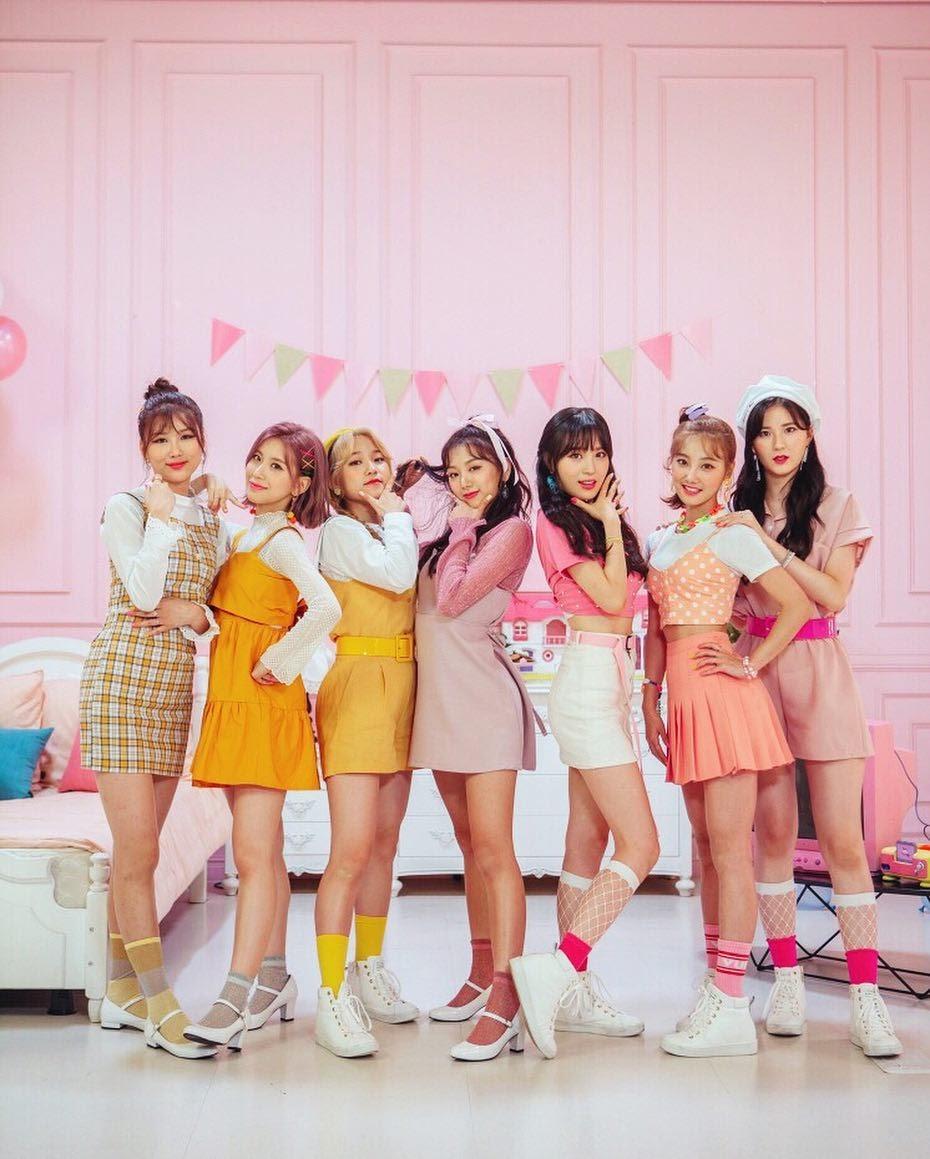 LIPBUBBLE_Yellow_Pink_group_promo_photo_(3)